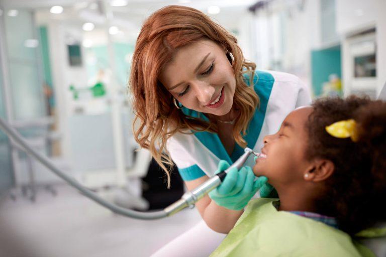 Dentista: entenda a importância de ter equipamentos odontológicos modernos
