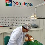 doutora e paciente sorridents operação inicio