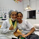van móvel da sorridents garota foto de paciente operado