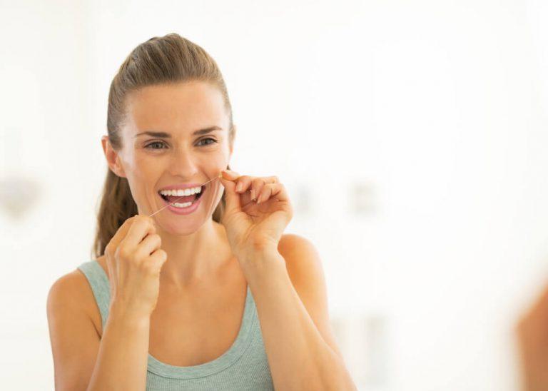 o jeito certo de usar o fio dental
