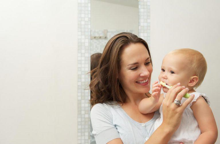 Como ajudar seus filhos na higiene bucal