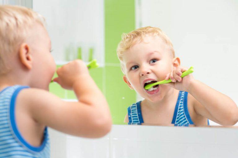 3 razões para trocar a escova de dentes com frequência
