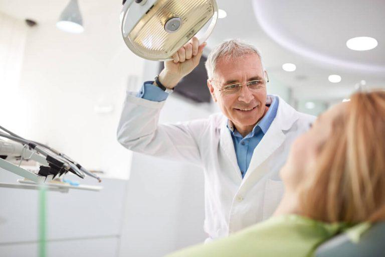 Osteoporose pode fazer os dentes caírem após os 40 anos