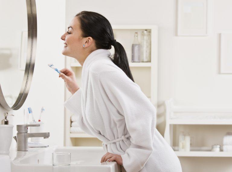 Quantas vezes ao dia devo escovar os dentes?
