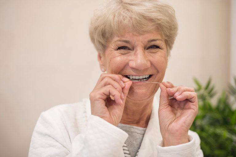 96bfcd641 Por que você deve usar o fio dental diariamente